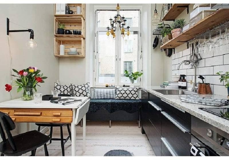 Rangement de cuisine avec des caisses en bois